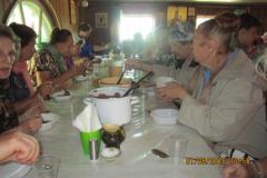 обед в трапезной монастыря