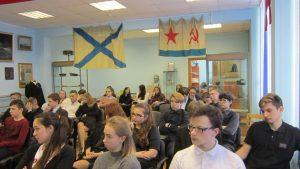 Ученики слушают лектора
